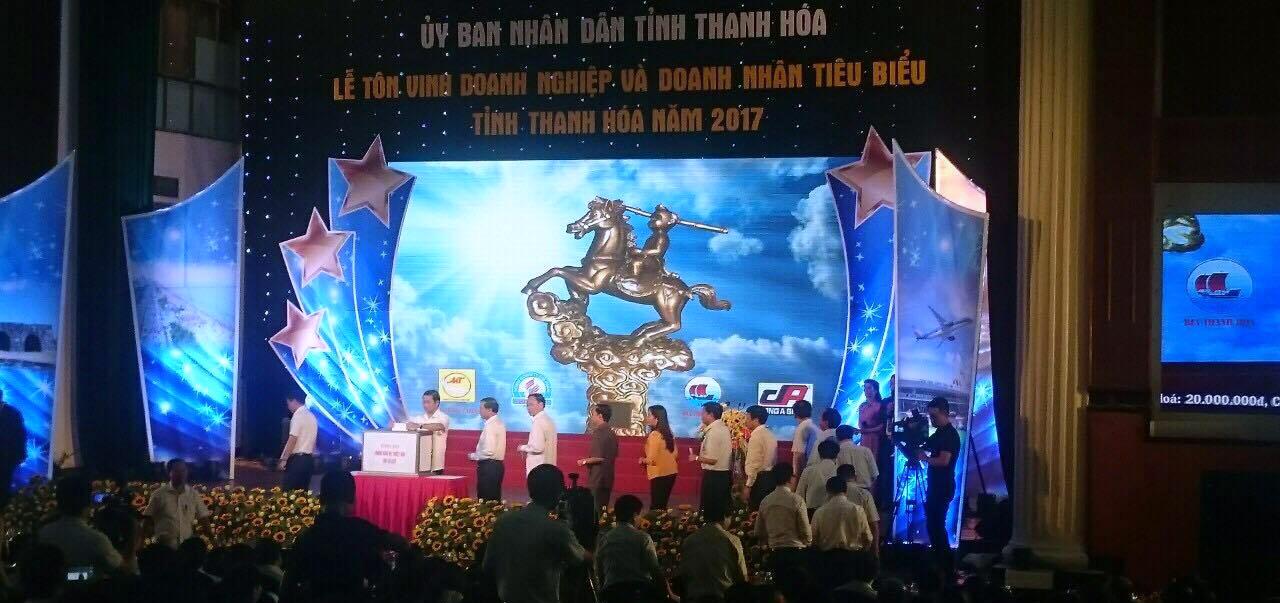 Tôn vinh doanh nghiệp và doanh nhân tiêu biểu tỉnh Thanh Hóa năm 2017 nhân kỷ niệm Ngày Doanh nhân Việt Nam